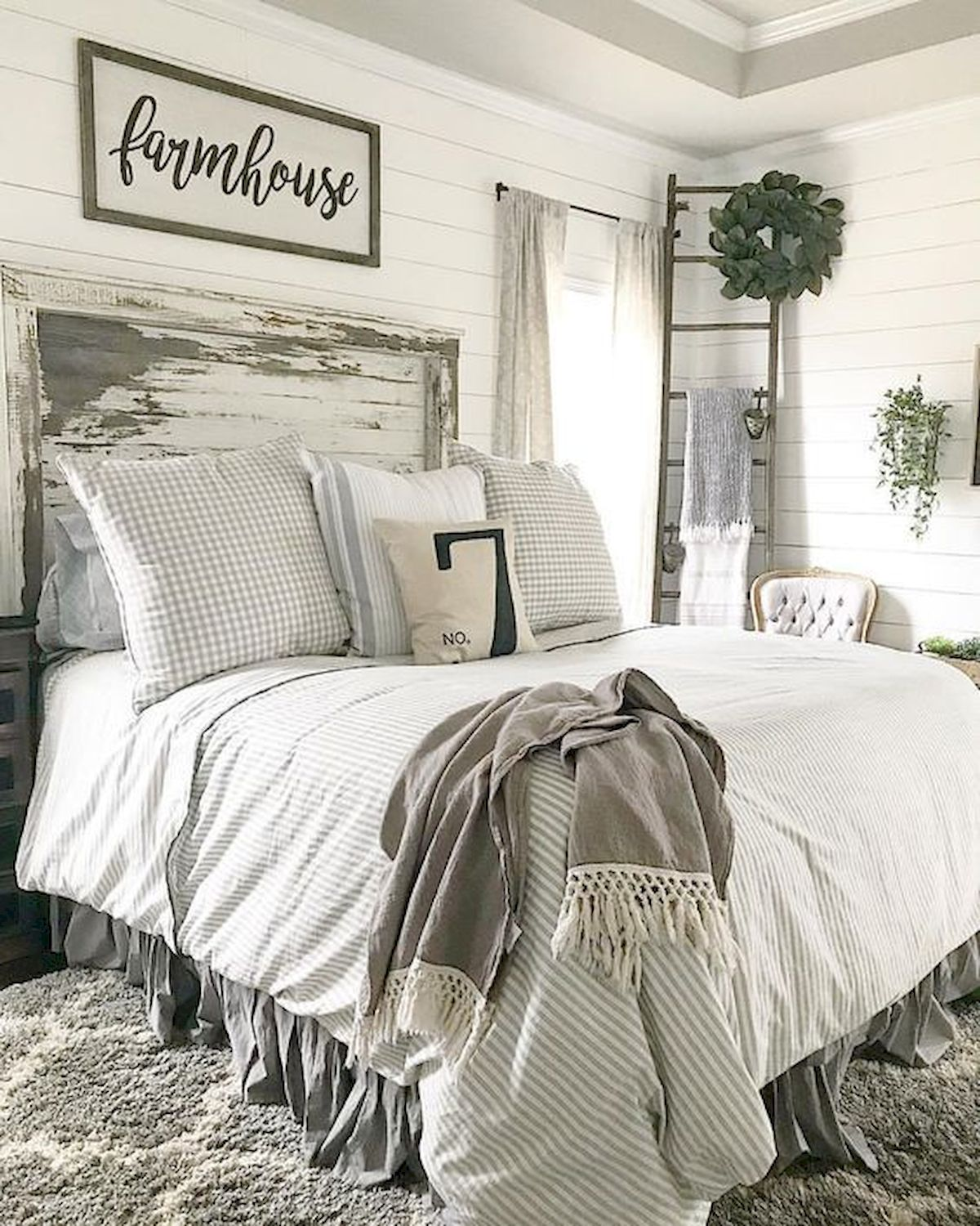 50 Modern Farmhouse Bedroom Decor Ideas Makes You Dream Beautiful In ...