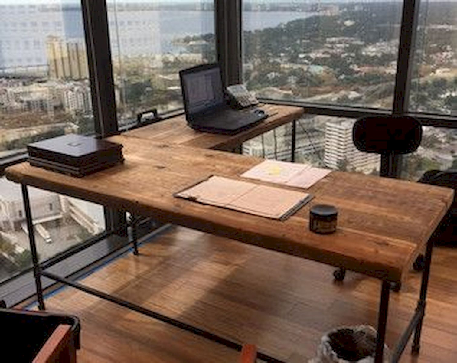 Charming 55 Incredible DIY Office Desk Design Ideas And Decor (33)